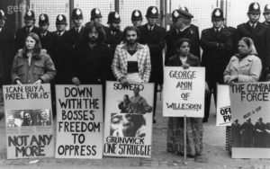 Grunwick pickets in front of police